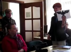 Историк Виктория Герасимова-Теслер на собрании краеведов привела доказательства размещения на элеваторе в Морозовске нацистского орла