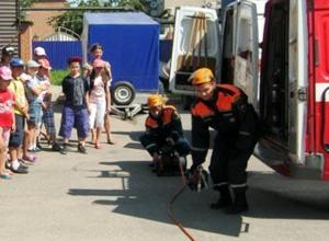 «Донцы» из лагеря казачьей школы Морозовска побывали в гостях у спасателей