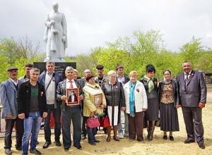 Письмо в редакцию: В хуторе Грузинов на братской могиле собирались вместе потомки погибших солдат