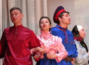 «Бабий бунт» против казаков от школы №3 в Морозовске попал на видео