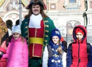 Гимнастки из Морозовска заняли первое место на соревнованиях в Санкт-Петербурге и сфотографировались с императором