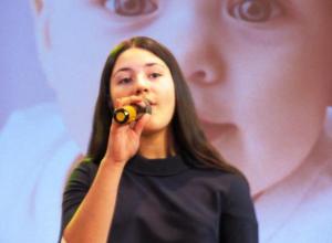 Молодежь Морозовска поздравила всех матерей с любовью