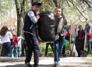 Появились фотографии добровольной экологической акции с участием учеников школы №6 в Морозовске