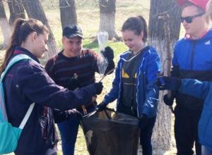 Студенты начали акцию «Сделаем Вместе Чище!» уборкой около лесопарковой зоны Морозовска