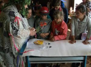 Праздничную игровую программу «Ах, эта дивная пора» провели 1 июня в хуторе Старо-Петровском