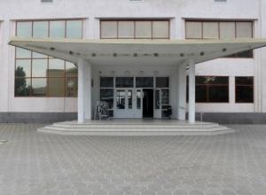 Дом культуры и детскую библиотеку Морозовска собрались отремонтировать в первую очередь в 2017