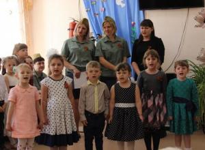 Воспитанники детского сада «СКАЗКА» поздравили с 73-ей годовщиной Великой Победы людей пожилого возраста и инвалидов