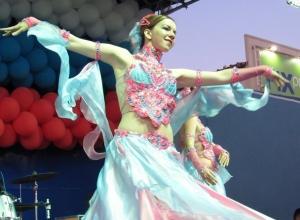 Фоторепортаж: Двойной праздник отметили в Морозовске с драйвовым концертом и танцами