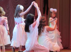Появились фото и видео межрайонного фестиваля «Танцевальная капель»