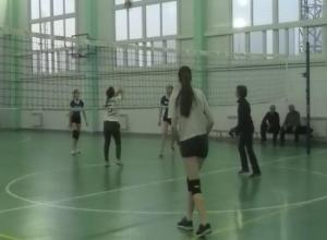 Точные подачи и красивые удары показали волейболистки на городских соревнованиях в Морозовске