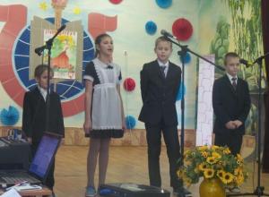 Трогательный праздник в честь Дня Матери-казачки подготовили ученики  школы №6 Морозовска