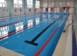Впервые в качестве крещенской иордани в Морозовске решили использовать бассейн с охлажденной водой
