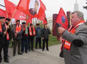 100-летие Великой Октябрьской революции коммунисты в Морозовске встретили митингом