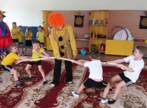 Веселые спортивные развлечения подготовили для ребят на Масленицу в морозовском детском саду «Сказка»