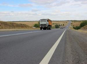Ремонт дороги на подъезде в Морозовск наконец завершился