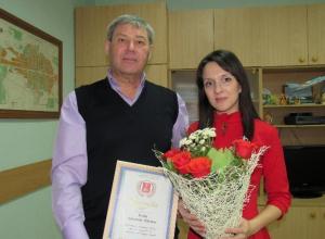 Спасшую утопающего мальчика жительницу Морозовска лично наградил глава города