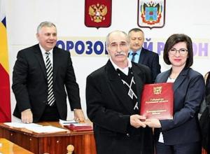 Тренера морозовской спортивной школы Али Гаджиевича Кудуева наградили от имени губернатора