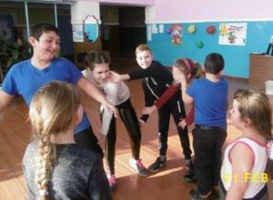 Весело и азартно прошло празднование Дня защитника Отечества в Доме культуры станицы Вольно-Донской