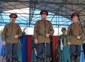 На площади Морозовска 6 мая собралось более 1000 человек для исполнения песни «День Победы»