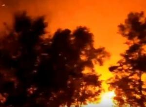 Проезжать мимо было нестерпимо жарко: ночью пожар снова бушевал рядом с Морозовском