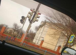 Вопрос-ответ: Что случилось с пешеходной секцией светофора на пересечении Ворошилова-Кирова в Морозовске?