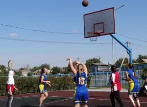 Школьники Морозовского района оказались лучшими в уличном баскетболе и ГТО