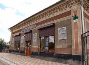 В здании нынешнего краеведческого музея Морозовска немцы хранили рыбу для обмена с местным населением
