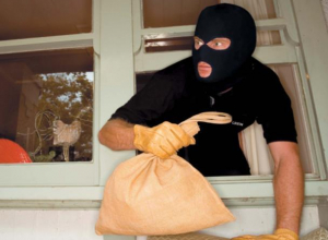 Как защитить свое имущество от квартирных воров