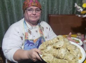 Нина Петровна Гарибян научила корреспондента «Блокнота Морозовска» правильно готовить манты