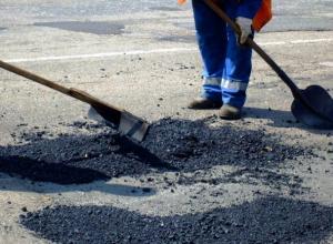 Выбоины на дорогах в Морозовске залатали по решению суда