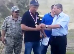 Награждение победителей стендовой стрельбы в честь Дня рождения Морозовска сняли на видео