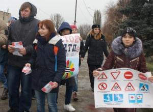 Вспомнить о жертвах ДТП предложили участники акции в Морозовске