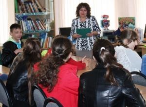 Письмо в редакцию: Гимназисты Морозовска ознакомились с книжным фондом детского отдела библиотеки