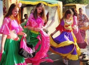 Фоторепортаж: Вкусными угощениями и национальными танцами отметили 80-летие Ростовской области в Морозовске