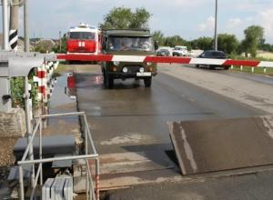 Переезд в Морозовске закрыли до середины дня