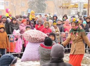 Морозовчане проводили Масленицу 2018 с блинами, песнями, молодецкими забавами и сжиганием чучела