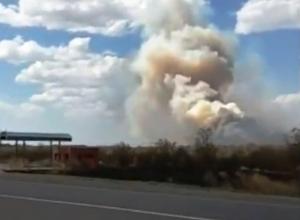 Новый пожар рядом с Морозовском попал на видео