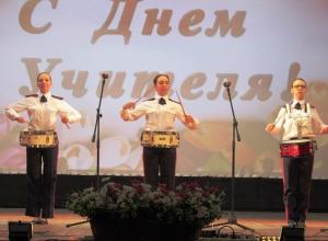 Появились видео праздничных выступлений лучшей казачьей школы России в Морозовске