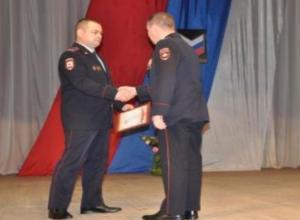 Сотрудников отдела полиции «Морозовский» поздравили  в станице Милютинской