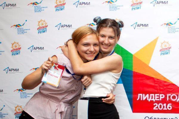Школьницы из Морозовска прошли в финал областного конкурса «Лидер года»