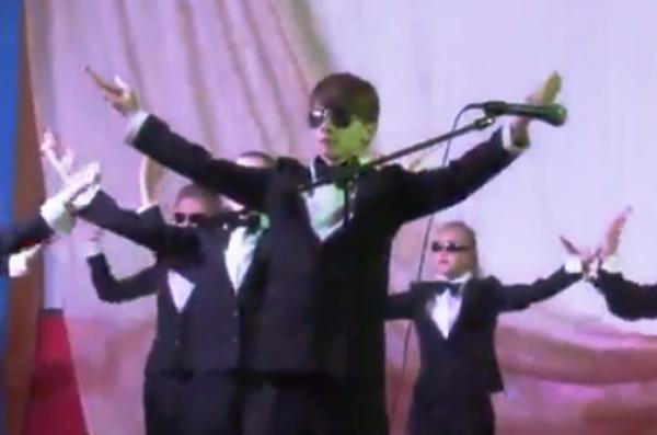 «Парнас» впервые представил в Морозовске крутой танец «Агенты»