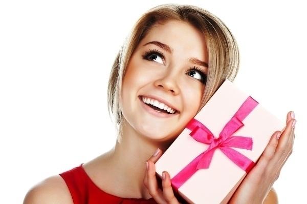 Топ-10 подарков, способных согреть сердце любимой в холода
