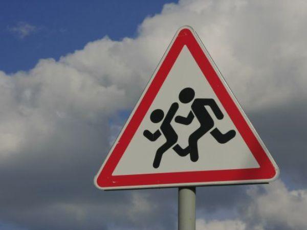 Морозовских родителей попросили напомнить детям, как вести себя на дороге во время каникул