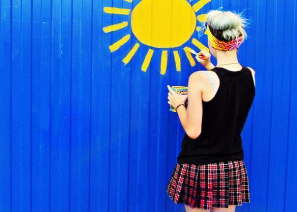Юная художница оставила свой след в облике Морозовска креативным способом