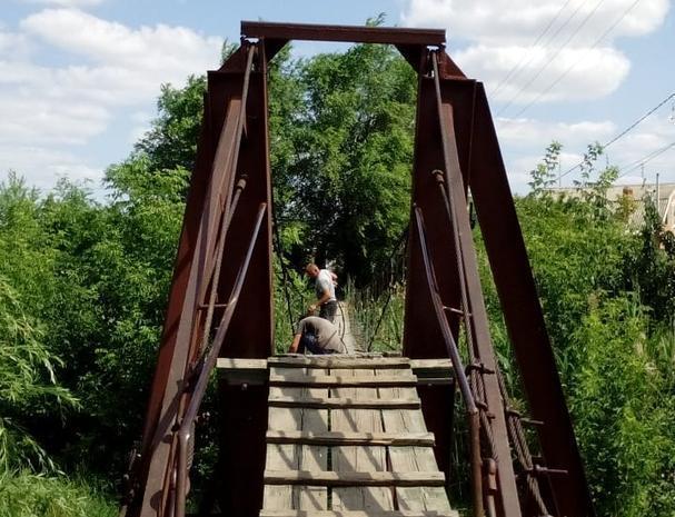 Начался ремонт двух подвесных мостов в Морозовске