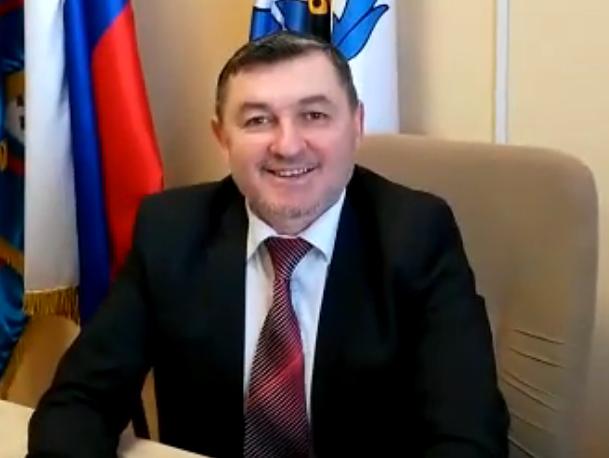 Эдуард Мартазинов песней поздравил морозовчанок с 8 марта