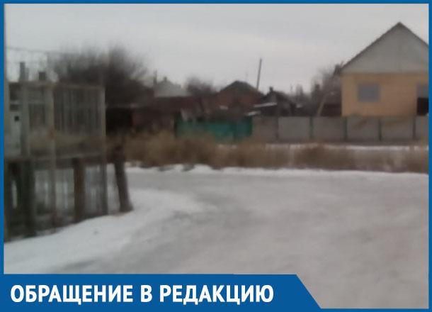 Посыпьте песком переулок Комсомольский, чуть в речку не съехала, - морозовчанка
