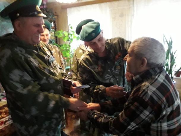 Юбилейную медаль в Морозовске вручили 84-летнему пограничнику