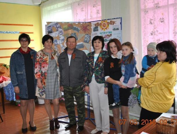 Акцию «Георгиевская ленточка» провели в хуторе Вишневка в канун празднования Великой Победы