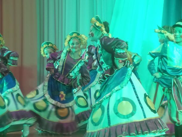 Концерт в честь Дня народного единства в Доме офицеров Морозовска собрал полный зал